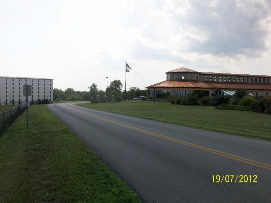 Heaven Hill Bourbon Heritage Center: Entrance to the Bourbon Heritage Center at Heaven Hills.