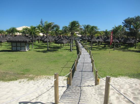Vila Gale Cumbuco: Walk-way from beach to hotel