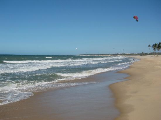 Vila Gale Cumbuco: A lot of kite surfing. Really cool!