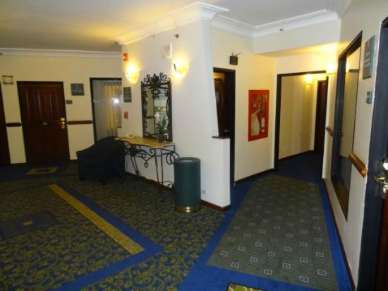 Embassy Suites by Hilton Caracas: corredor de los pisos