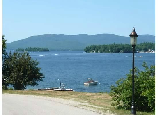Topsides Bed and Breakfast: Walk to the lake