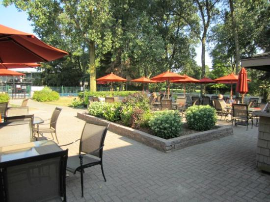 Holiday Inn Sarnia Hotel & Conf Center: Outdoor Dining