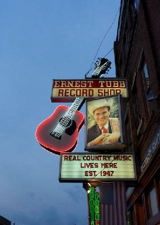 ‪Walkin' Nashville - Music City Legends Tour‬