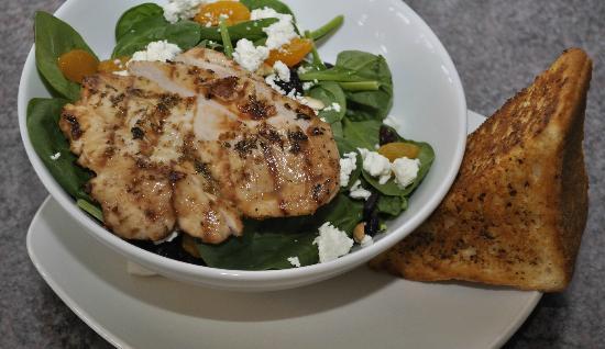 The Turning Point Restaurant: West Coast Spinach Chicken Salad