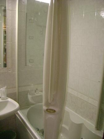 Hotel Hiberia: Bañera