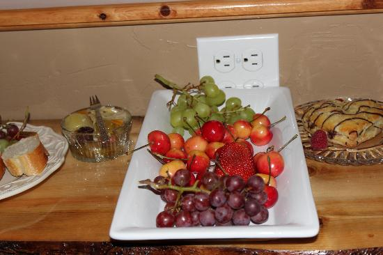 Escape for Two Bed & Breakfast: fruit tray
