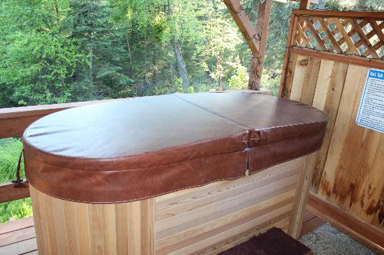 Escape For Two: hot tub