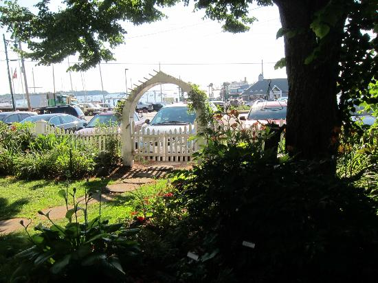 Old Granite Inn: Looking out to the harbor