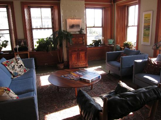 Old Granite Inn: Sitting area downstairs