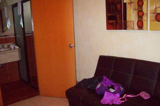 Hotel Puerta Del Sol: Sofa cama