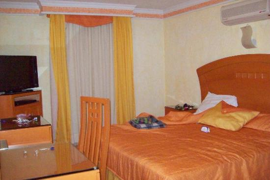 Hotel Puerta Del Sol: habitacion