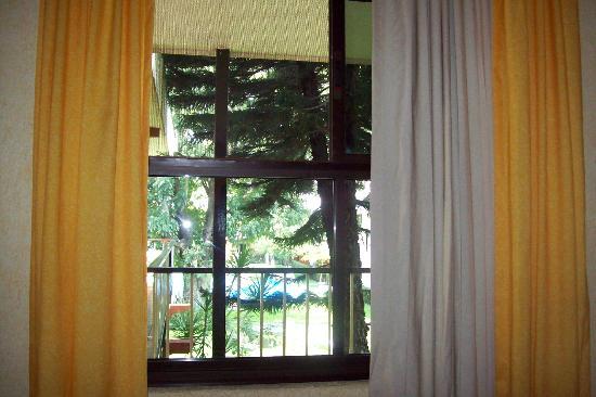 Hotel Puerta Del Sol: Vista de habitacion
