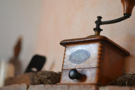 Agriturismo Bonello: Classical decoration around