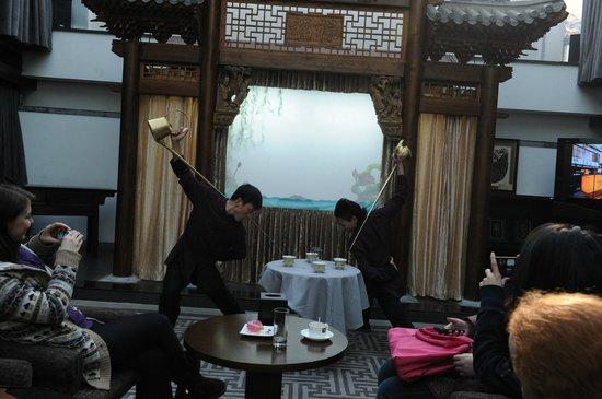 Shichahai Shadow Art Performance Hotel : local holiday activities