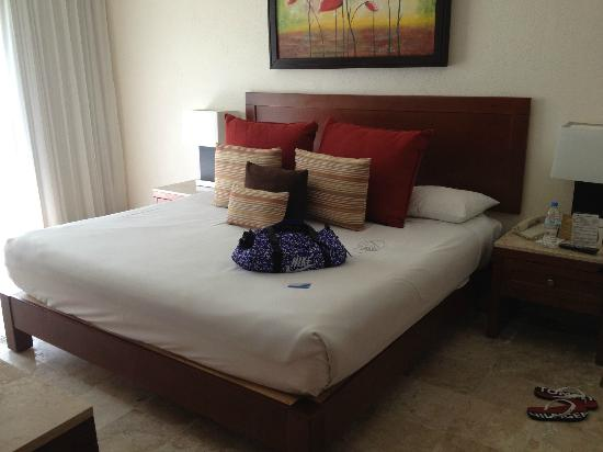 Mayan Palace Acapulco: This is not the best room they have.... and I find it just fine!