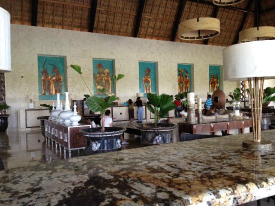 Mayan Palace Acapulco: Front desk, very nice staff