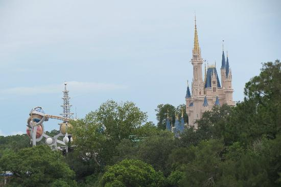 ‪‪Bay Lake Tower At Disney's Contemporary Resort‬: Cinderella's Castle and Astro Orbiter