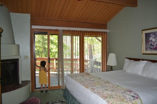 Junipine Resort: master suite