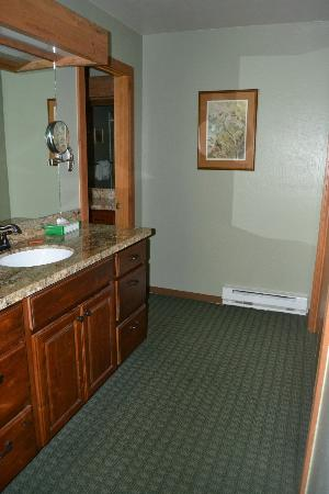 Junipine Resort: master bath