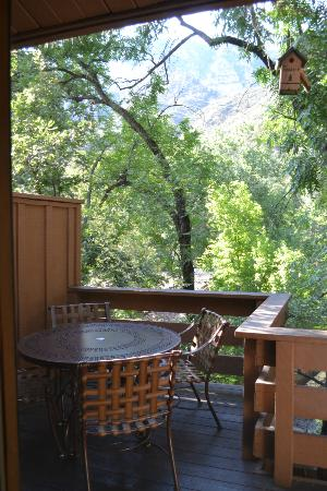 Junipine Resort: outdoor dining on patio