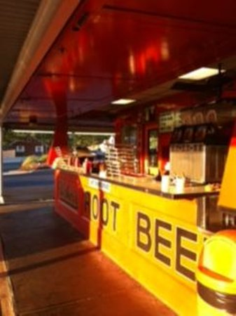 Weber's Drive In: the side counter
