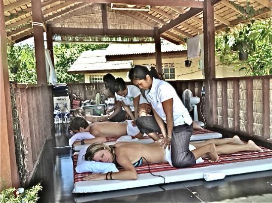 Koh Samui Resort : Moon Hut Massage next door to Hibiscus