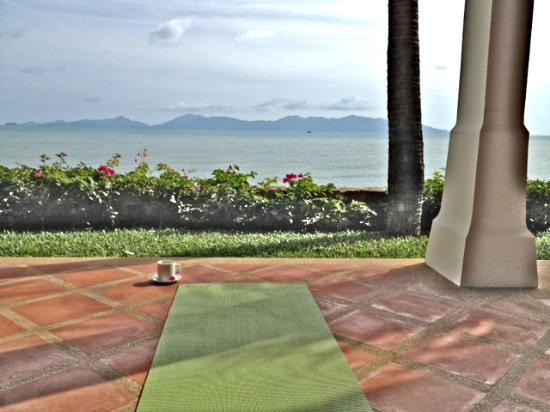 Koh Samui Resort : morning coffee and yoga on the porch