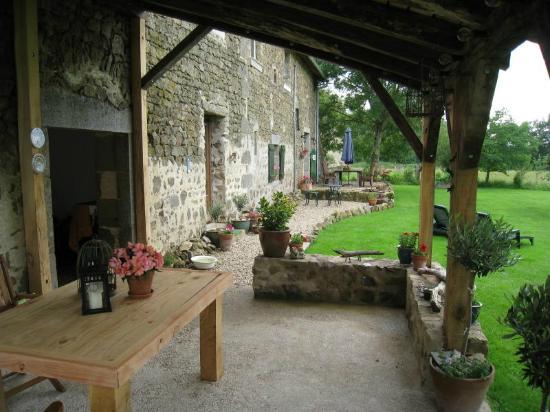 La Maison Verte: Back yard verandah