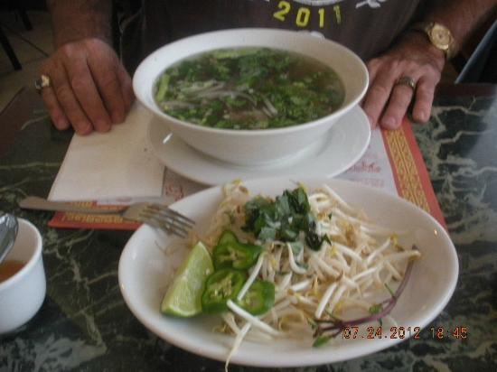 Viet Hoa Restaurant: Pho shot 1 ingredients