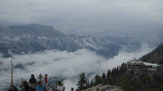 Banff, Kanada: View of surrounding mountains