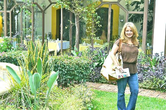 Hotel Hacienda Los Laureles Spa: Restaurant behind me