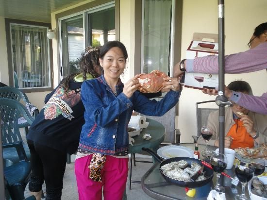 Ocean Sands Resort: our family enjoyed the BBQ seafood dinner at the unit 40