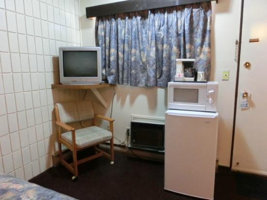 Canyon Motor Inn: コーヒーメーカー、電子レンジ、冷蔵庫、テレビ