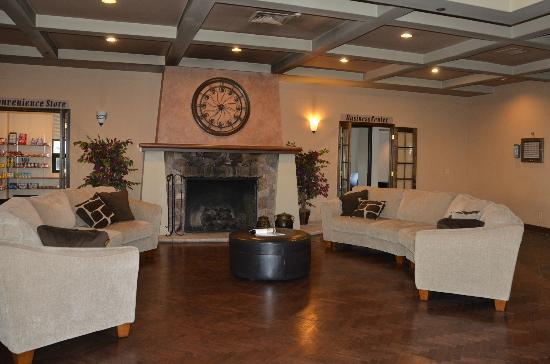 Ramada Englewood Hotel and Suites: Lobby