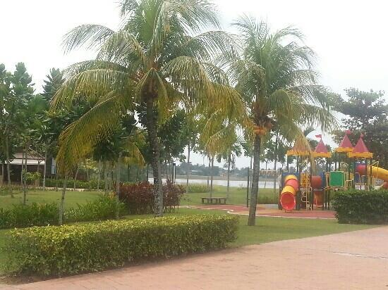 Duyong Marina & Resort: playground next to swimming pool
