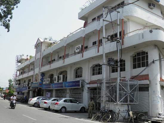 Omega Hotel : Full view of Hotel Omega