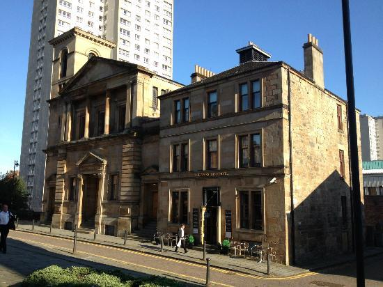 The Pipers' Tryst Hotel: A small jewell at the top of Hope Street