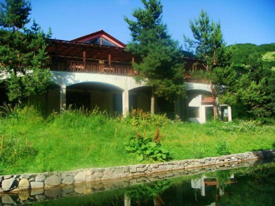 Arthurs Aghveran Resort: Open terrace restaurant