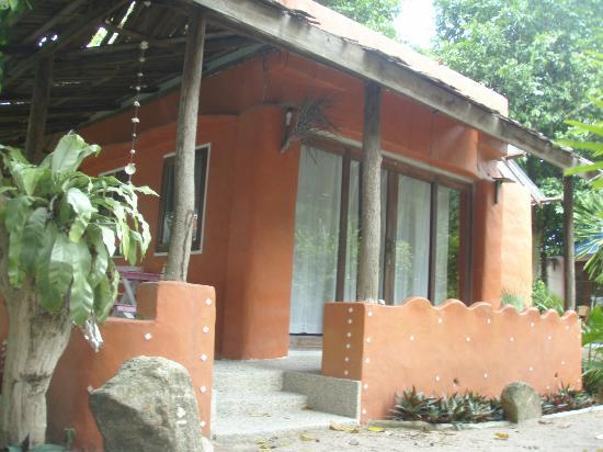 In Touch Resort & Restaurant : Bungalow right next to the beach