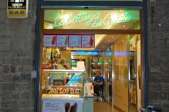 La Bottega del Gelato : Heaven, from outside the entrance :)
