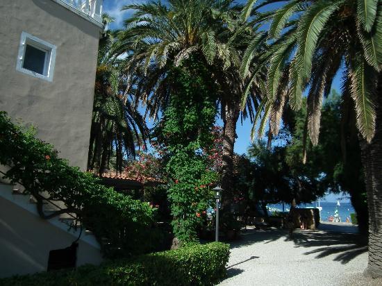 Villa Rodriguez Hotel: Haupthaus zu Strand hin