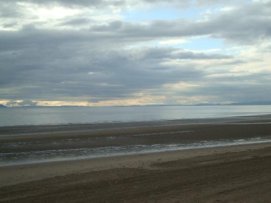 Bythesea: Beach in Ayr