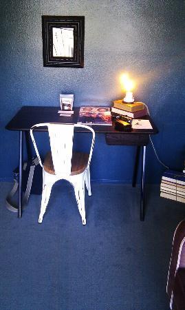 بالي هوتل ميلروز: Desk in room 