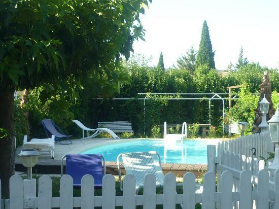La Vigueirado: vue sur la piscine