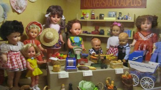Tartu Toy Museum: dolls 