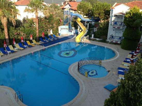 Blue Pearl Hotel & Apartments: great slide