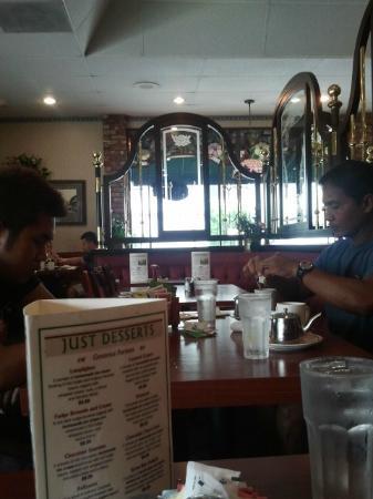 Tiffy's Family Restaurant: Tables/Decor