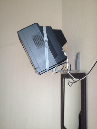 Santa Clara Guest House: tv juste au dessus du lit ( faut pas que la sangle lache )