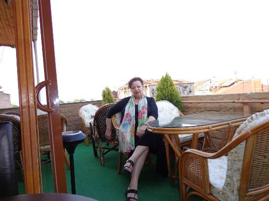 Sirma Sultan Hotel Istanbul: sitting lazely on the terrace