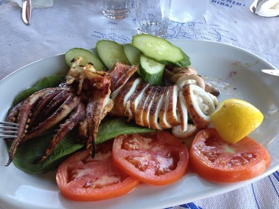 Simos Taverna : Simos Firostefani - Grigliata di calamari